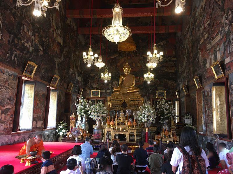 タイ バンコク ワット・アルン 本堂 釈迦座像