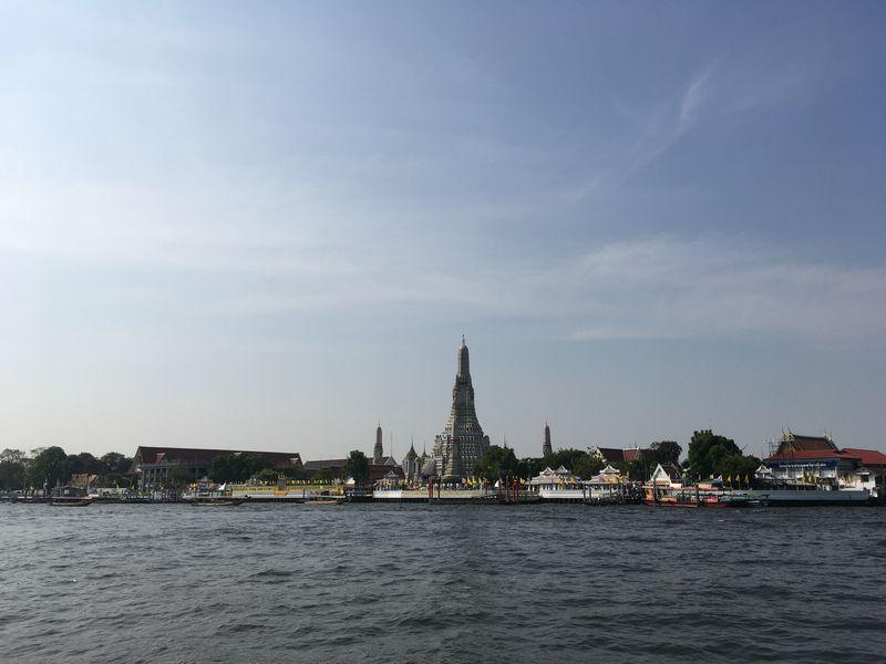 タイ バンコク ワット・アルン 渡し舟 船 チャオプラヤ川