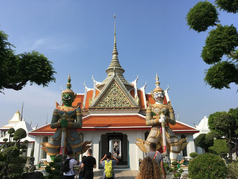 タイ バンコク ワット・アルン 本堂 山門 ヤック モック