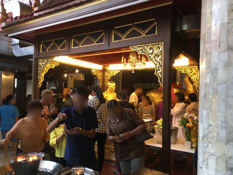 タイ バンコク ワット・パクナム ルアンポーソッド 仏像 金箔