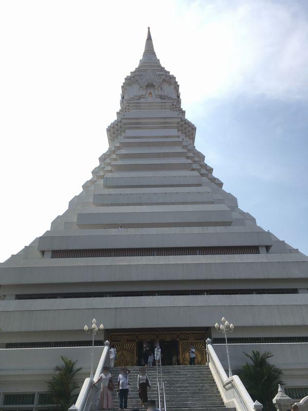 タイ バンコク ワット・パクナム 大仏塔