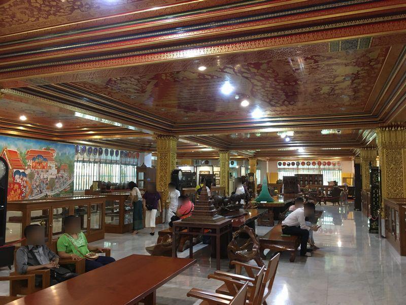 タイ バンコク ワット・パクナム 大仏塔 1階 芸術品 文化遺産 展示