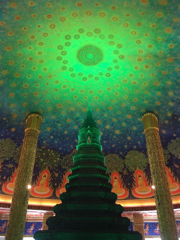 タイ バンコク ワット・パクナム 大仏塔 5階 プッタクナーロム室 仏舎利奉安塔 ガラス塔 仏伝図 天井画 エメラルド