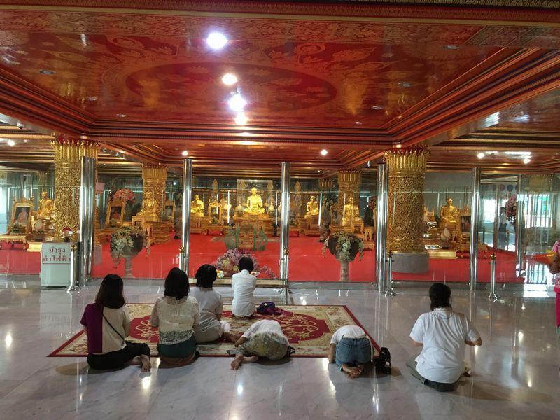 タイ バンコク ワット・パクナム 大仏塔 4階 タンマクナーロム室 ルアンポーソッド 金の仏像