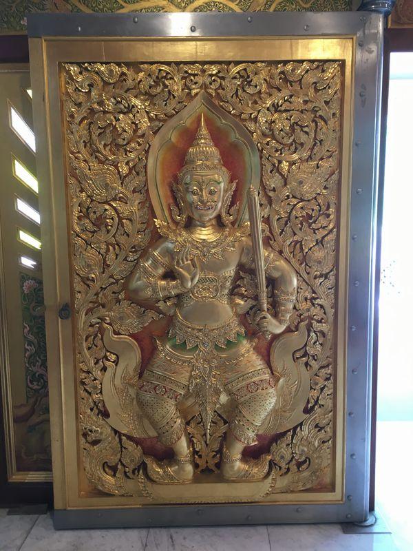 タイ バンコク ワット・パクナム 大仏塔 ドア