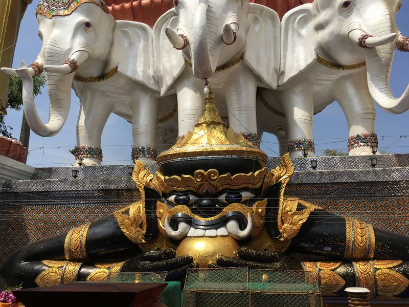 タイ バンコク ワット・クンチャン ラーフ神