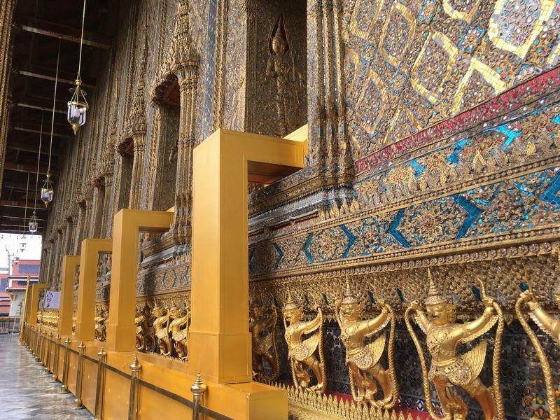 タイ バンコク ワット・プラケオ 本堂 ガルーダ 装飾