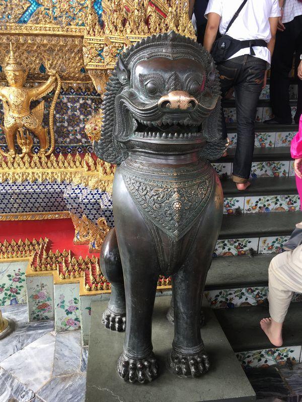 タイ バンコク ワット・プラケオ 本堂 シンハー
