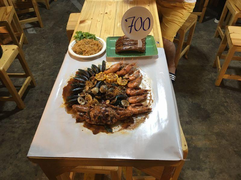 タイ バンコク ナイトマーケット タラート・ロットファイ・ラチャダー 屋台 海鮮
