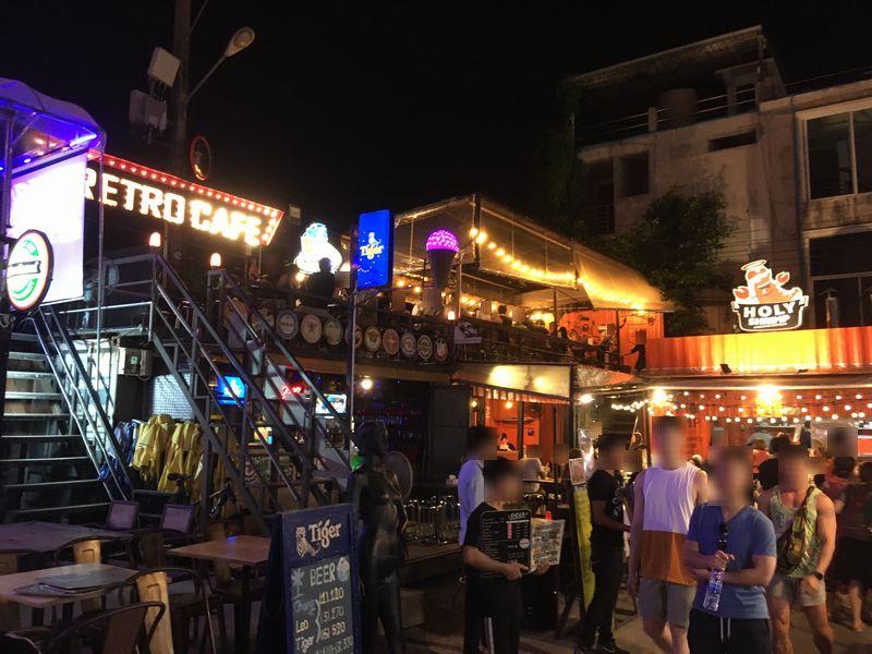 タイ バンコク ナイトマーケット タラート・ロットファイ・ラチャダー バー