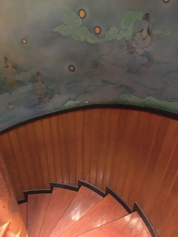 タイ エラワンミュージアム 階段 壁画