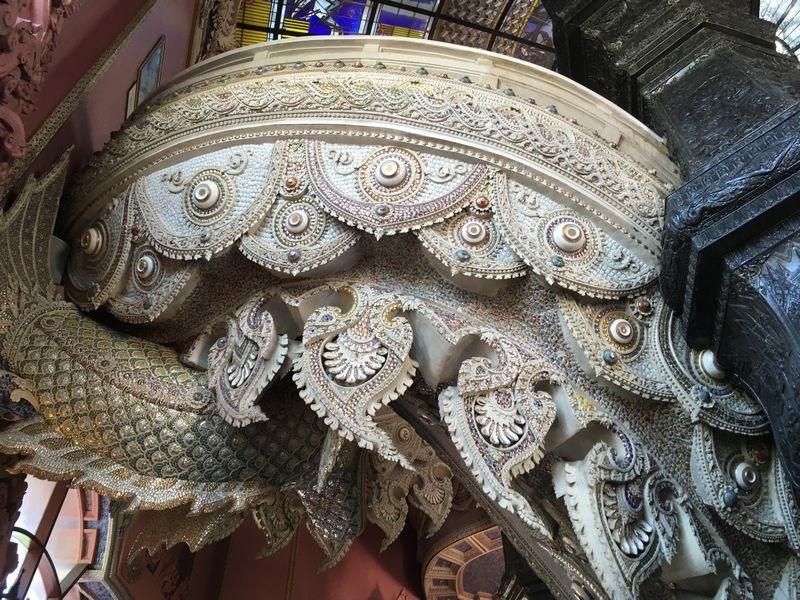タイ エラワンミュージアム 階段 彫刻 装飾