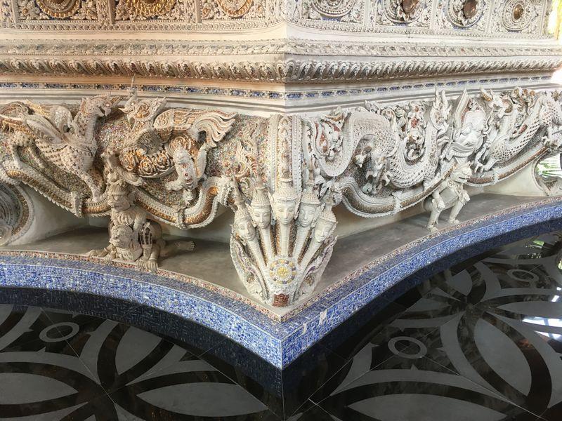 タイ エラワンミュージアム ナーガ 彫刻 装飾
