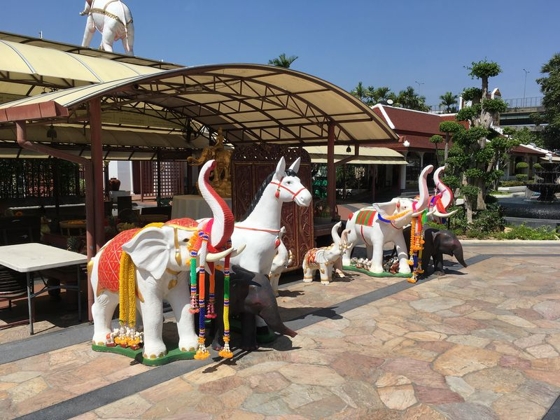 タイ エラワンミュージアム 動物 象 馬