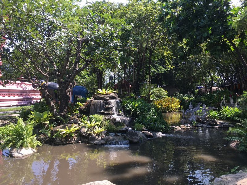タイ エラワンミュージアム 池