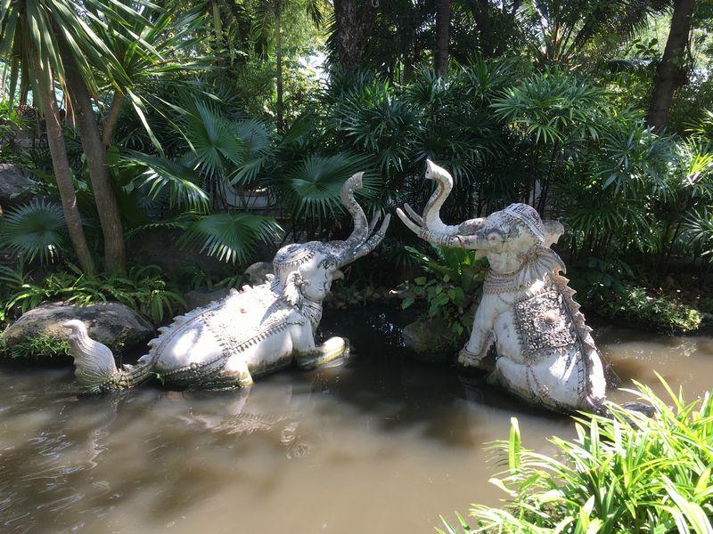 タイ エラワンミュージアム 池 象 Elephant Fish