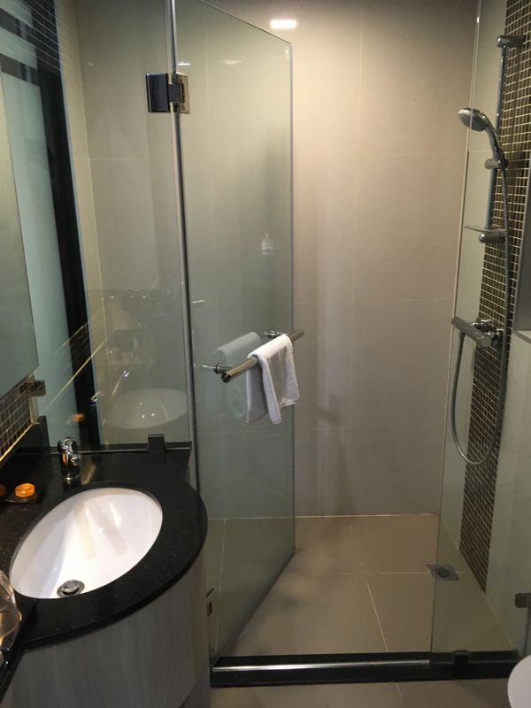 タイ バンコク ホテル クローバー アソーク HOTEL CLOVER ASOKE 部屋 バスルーム シャワー
