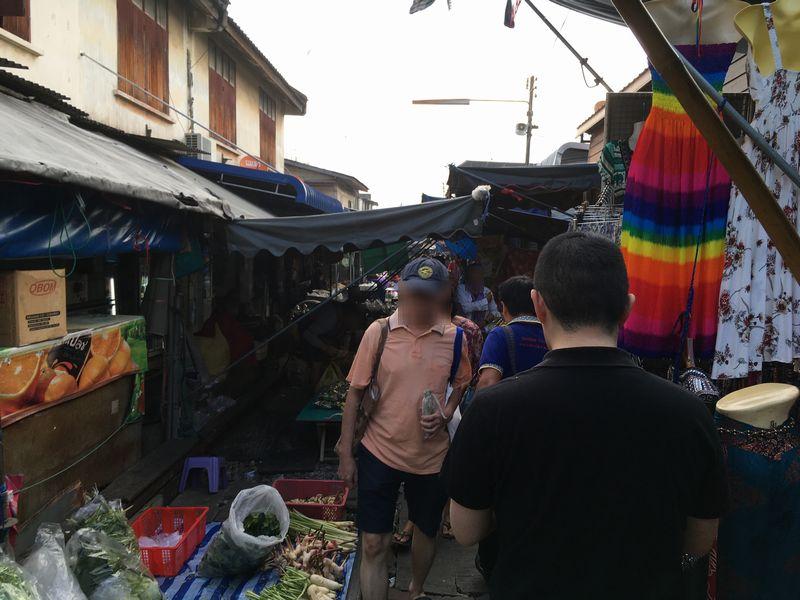 タイ メークロン線路市場 屋台