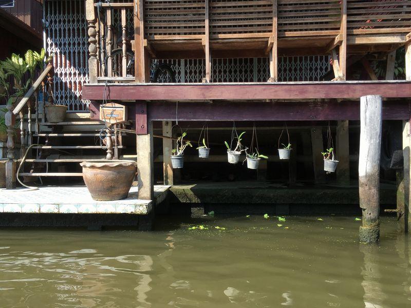タイ ダムヌン・サドゥアック水上マーケット エンジンボート 川 運河 水路