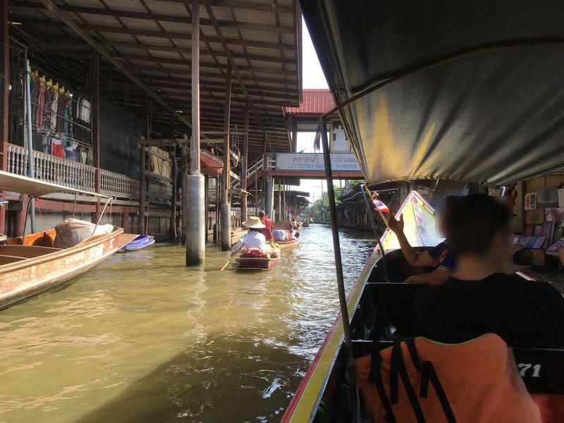 タイ ダムヌン・サドゥアック水上マーケット エンジンボート 小舟 川 運河 水路