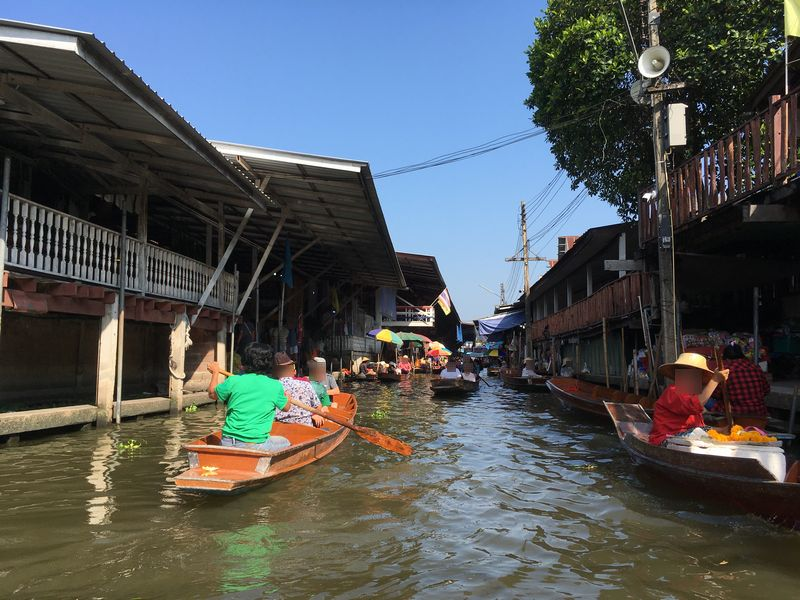 タイ ダムヌン・サドゥアック水上マーケット 小舟 手漕ぎボート 川 運河 水路