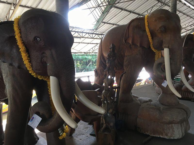 タイ ゾウ 彫刻 水上マーケット