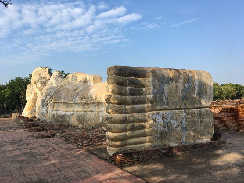 タイ アユタヤ遺跡 ワット・ロカヤスタ ワット・ローカヤスターラーム 涅槃仏 足の裏