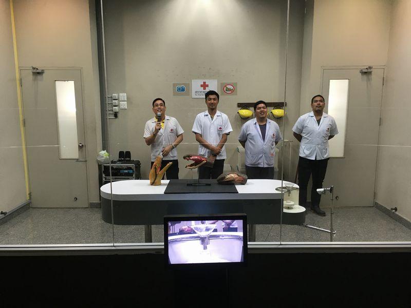 タイ バンコク スネークファーム SNAKE FARM 毒抽出ショー Venom extraction show ヘビ
