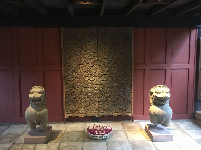 タイ バンコク ジム・トンプソンの家 石像 壁 彫刻