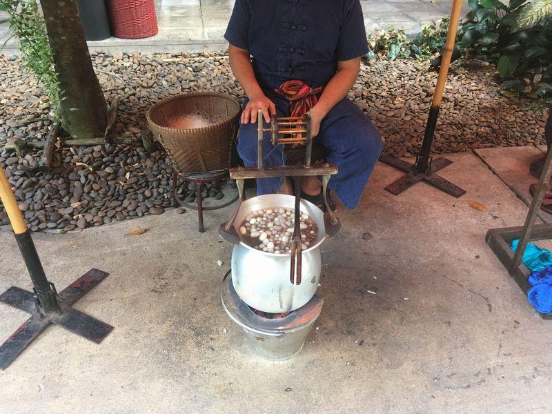 タイ バンコク ジム・トンプソンの家 シルク作り