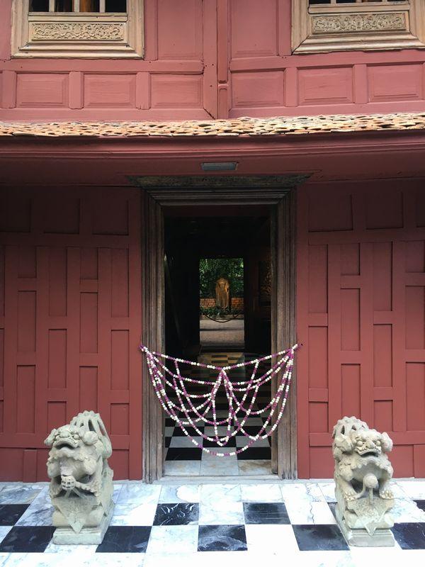 タイ バンコク ジム・トンプソンの家 石像
