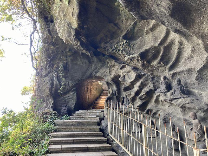 鋸山 日本寺 岩のトンネル