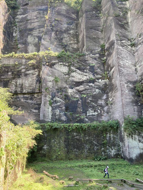 鋸山 石切場跡(岩舞台)